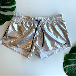 Better Bodies M Silver Workout Shorty Shorts